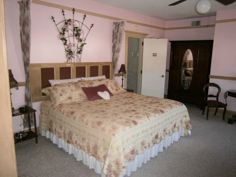 Francie's Inn Bed & Breakfast